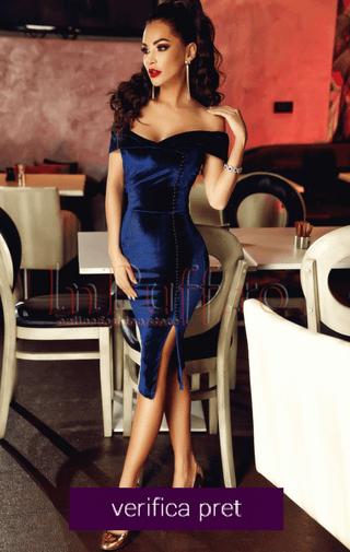 Rochie midi de seara din catifea bleumarin accesorizata cu nasturei negri