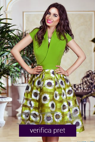 Rochie de vara in nuante de verde, cu imprimeuri florale si fusta in clos amplu