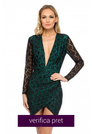 Rochie verde din dantela cu decolteu adanc